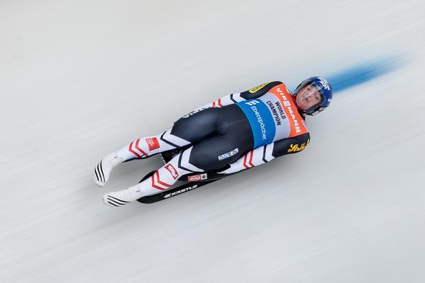 Es geht rasant zu: Wolfgang Kindl (AUT) während dem Herren-Einsitzer Bewerb im Rahmen des Rodel-Weltcups in Igls 2017.