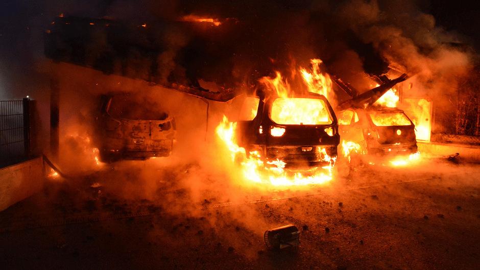 75 Feuerwehrmänner rückten zur Brandbekämpfung aus.