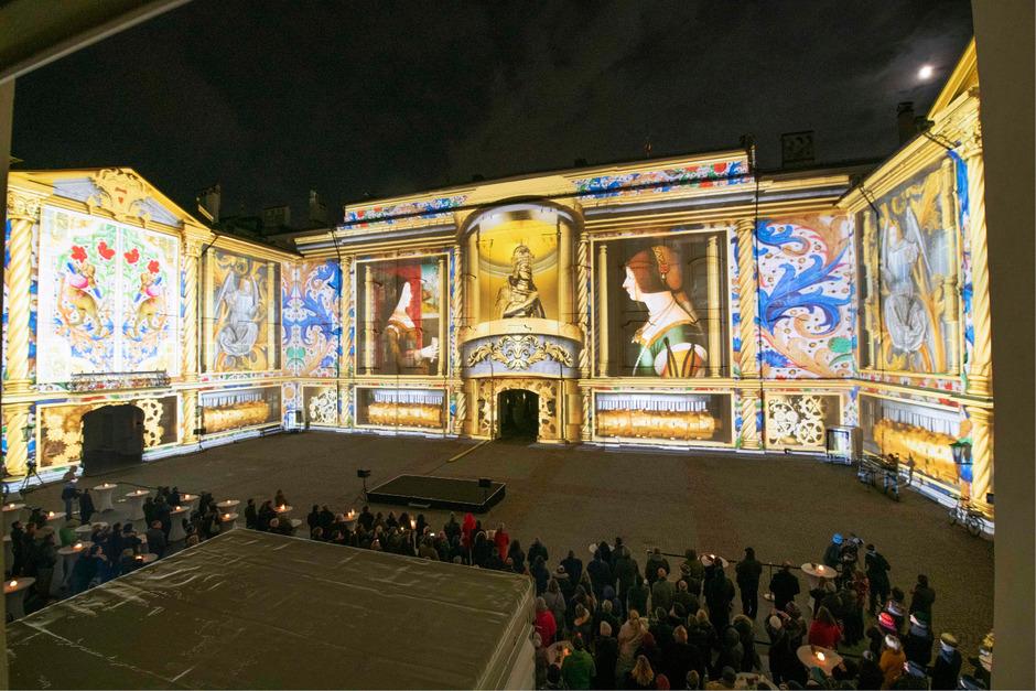 Zwei Monate lang wird der Innenhof der Hofburg abends zum riesigen Open Air Kino.