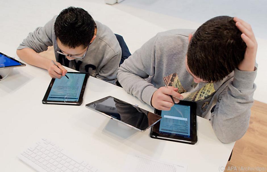 """""""Wenn uns am Tablet alles gezeigt wird, muss man sich nichts mehr vorstellen"""", sagt Konrad Paul Liessmann. Eine zu frühe Digitalisierung würde die Kreativität hemmen. (Symbolbild)"""