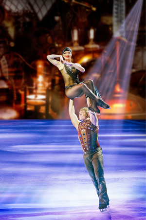 "Akrobatik pur auf dem Eis bei der Show ""Atlantis""."
