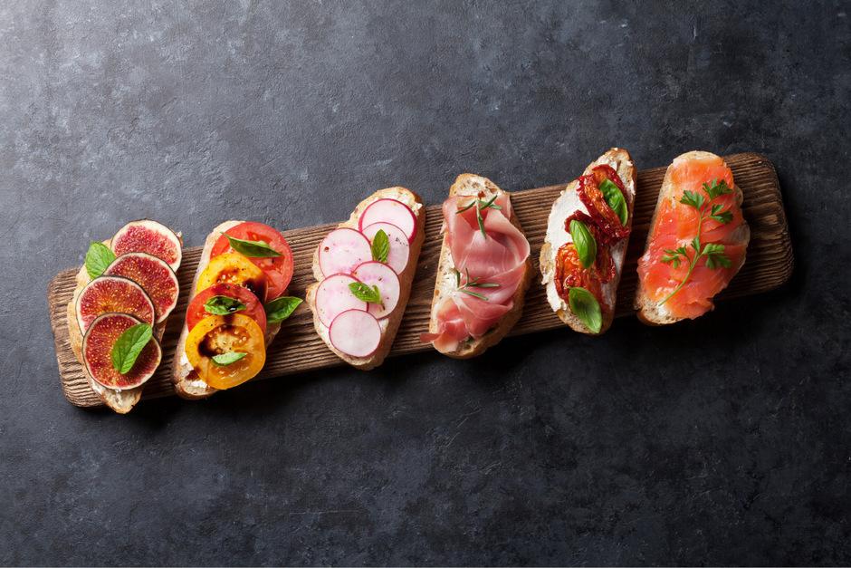 """Wer Brot dazu sagt, ist selbst schuld. """"Pintxos"""" sind baskischeTapas und angeblich die beste Speise der Welt."""