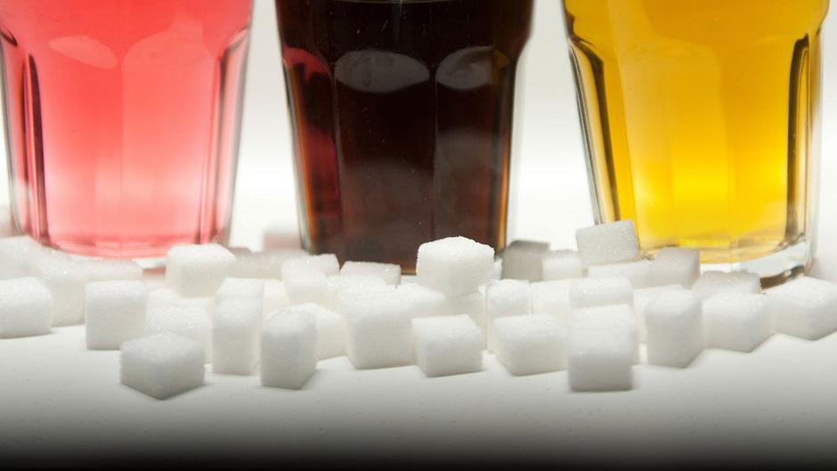 Besonders Kinder sind empfänglich für Nahrungsmittel mit viel Zucker - das kann noch im Erwachsenenalter Folgen haben.