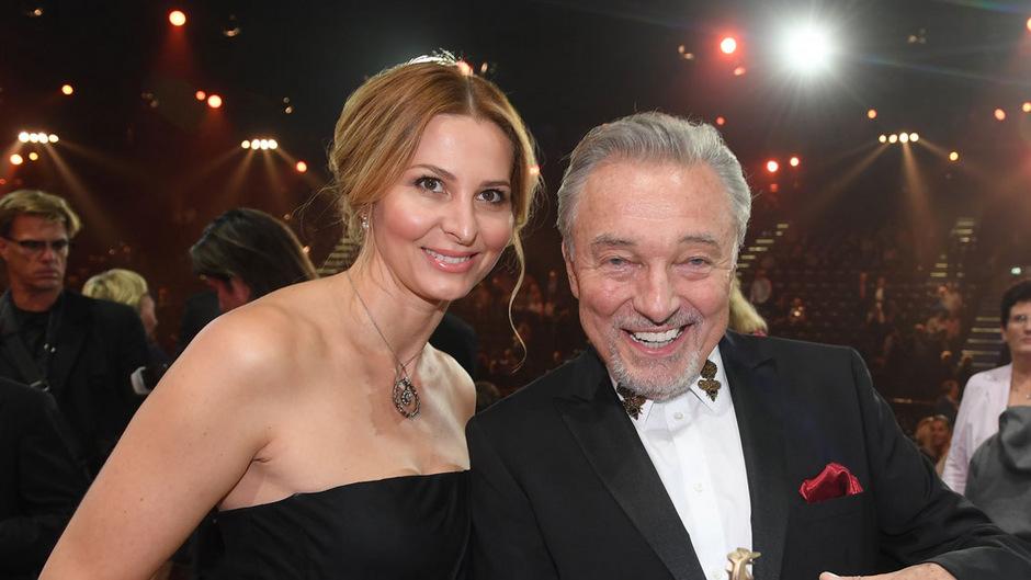 """Karel Gott und seine Frau Ivanka bei der Verleihung des Medienpreises """"Goldene Henne"""" 2017."""