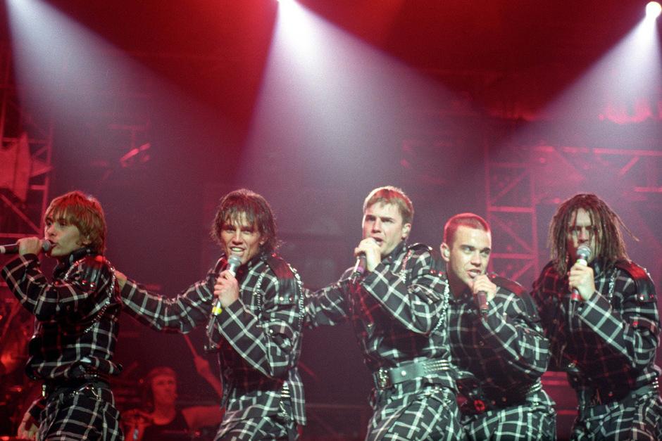 Ein Bild aus vergangenen Tagen:  v.li.: Mark Owen, Jason Orange, Gary Barlow, Robbie Williams, Howard Donald waren in den 90ern auf dem Höhepunkt ihrer Karriere.