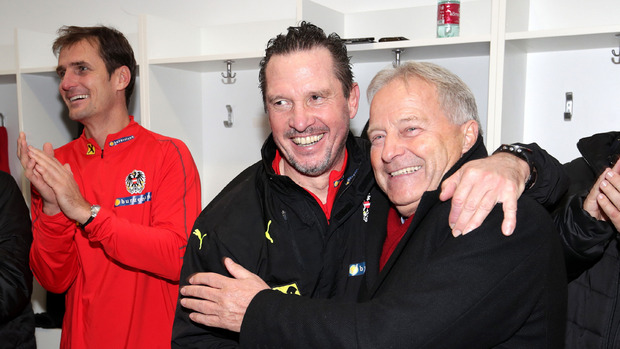 U21-Coach Werner Gregorisch und ÖFB-Präsident Leo Windtner in Feierlaune.