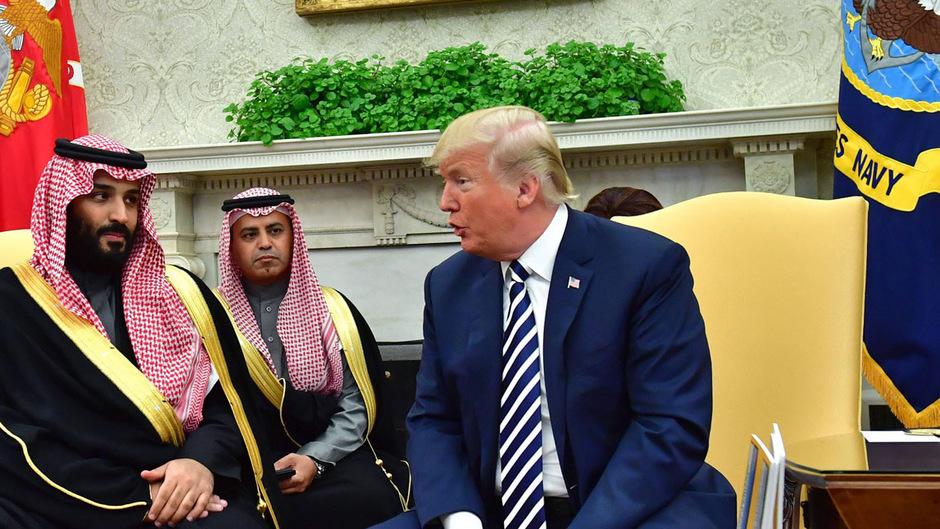 Ob der Kronprinz (l.) vom Mord an Jamal Khashoggi wusste oder nicht, ist für den US-Präsidenten eher zweitrangig.