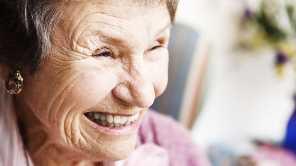 Lachen und die Freude am Leben sind wichtig für ältere Menschen, auch wenn nicht immer alles leicht ist.