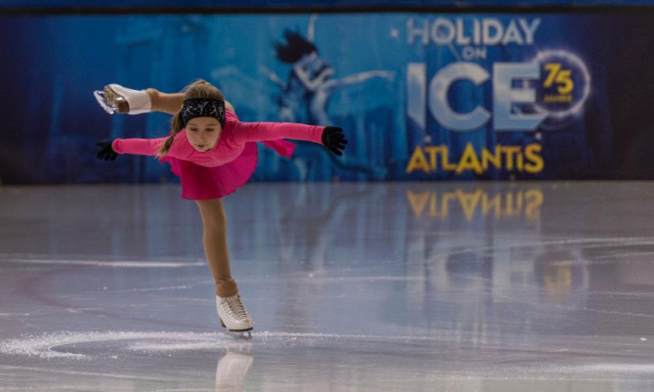 """Ein """"Flieger"""", um abzuheben: Im Jänner darf die achtjährige Sarah Krappinger bei der Eisshow """"Holiday on Ice"""" in Innsbruck mitmachen."""