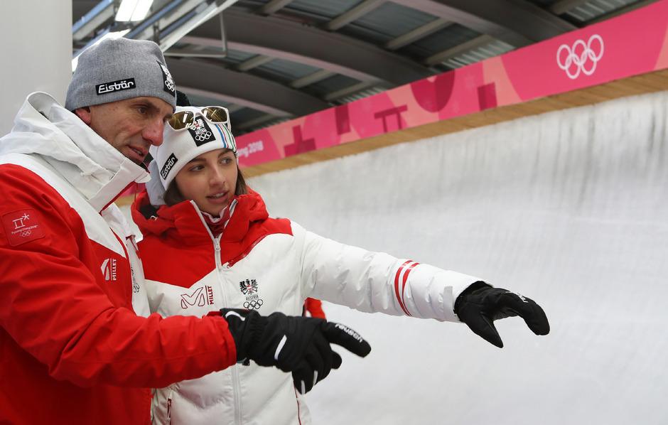 Rodel-Präsident Markus Prock (l.) mit seiner Tochter Hannah während der Olympischen Winterspiele. Dass er vom Fach ist, hilft dem Stubaier.