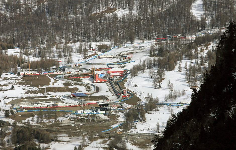 Die Bobbahn in Cesana Pariol (ITA/Winterspiele 2006) hätte Sportler aus der ganzen Welt anlocken sollen. In Betrieb blieb die 77,3 Millionen Euro teure Anlage lediglich sechs Jahre – und musste 2011 wegen hoher Instandhaltungskosten schließen.