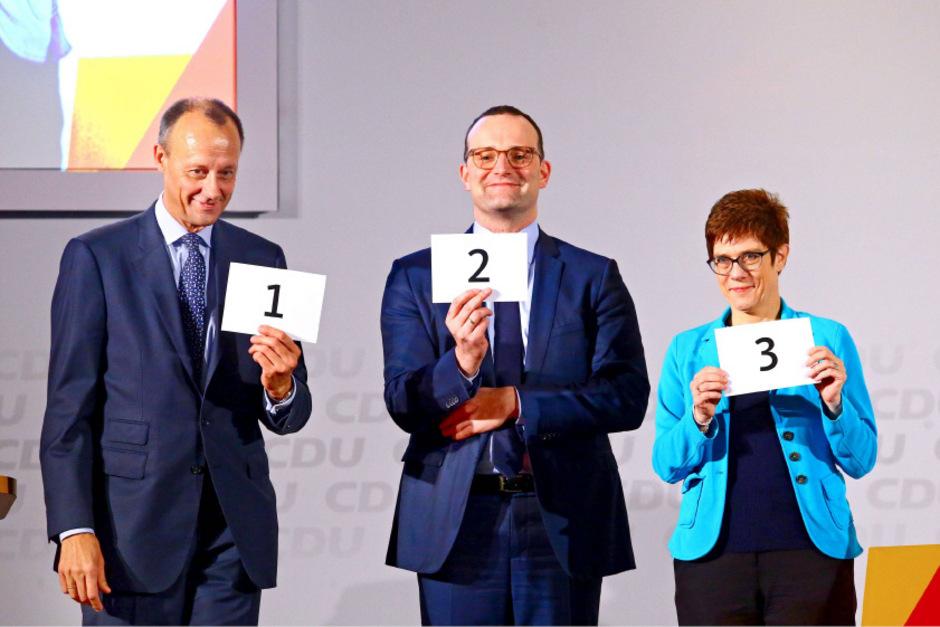 Jens Spahn (Bundesminister für Gesundheit ), Friedrich Merz und Annegret Kramp-Karrenbauer (Generalsekretärin der CDU) wollen auf Angela Merkel folgen.
