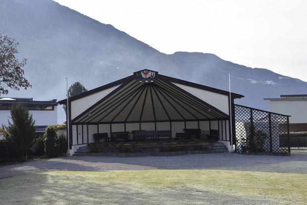 Der Pavillon gegenüberbekommt einen großzügigen Anbau.