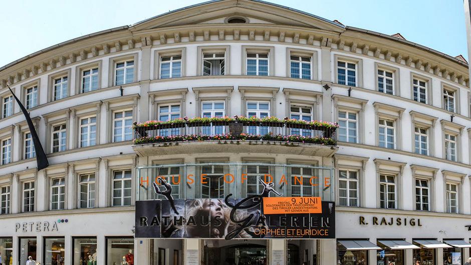 Die Pensionierungspraxis im Innsbrucker Rathaus sei betrugsverdächtig, sagt ein Anwalt. Der Personalchef des Magistrats weist die Kritik entschieden zurück.