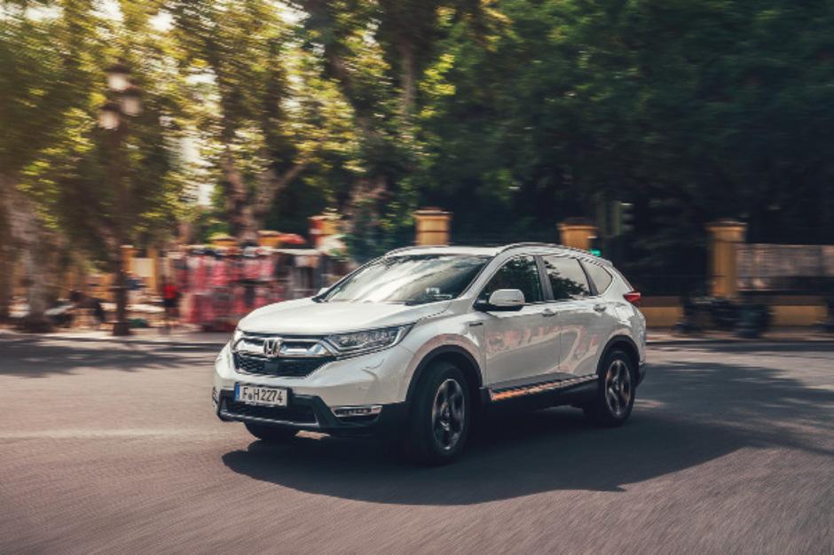 Der Honda CR-V Hybrid geht technisch neue Wege, setzt sie aber betont komfortabel um.
