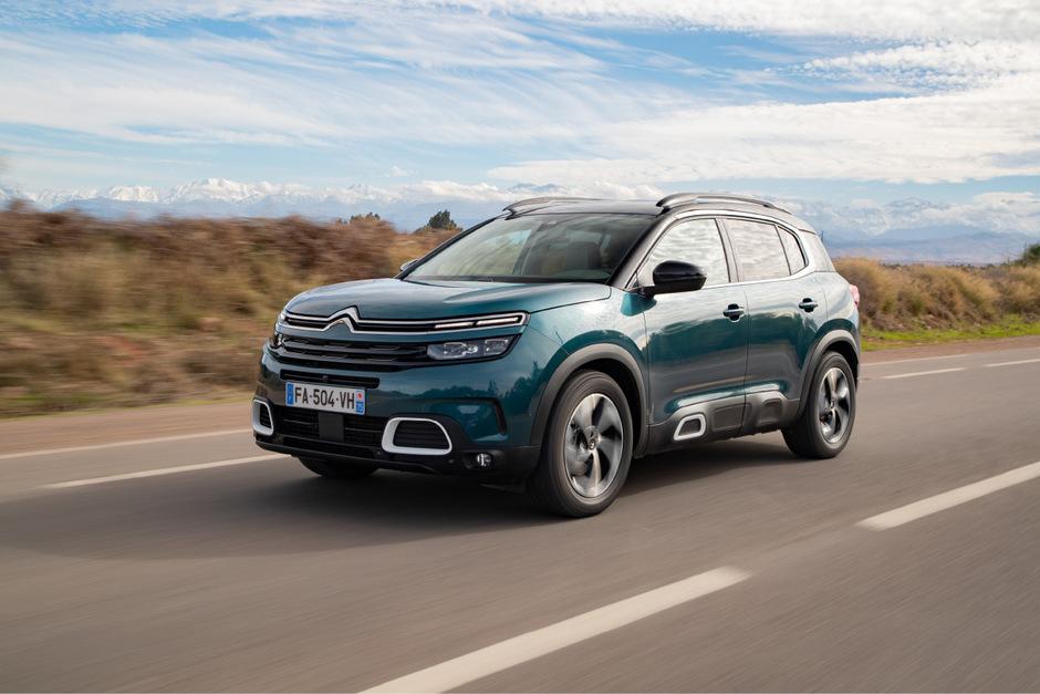 Bewahrt bei Untergrund-Ungereimtheiten komfortable Haltung: Citroëns Beitrag zur Kompakt-SUV-Vielfalt, der C5 Aircross.