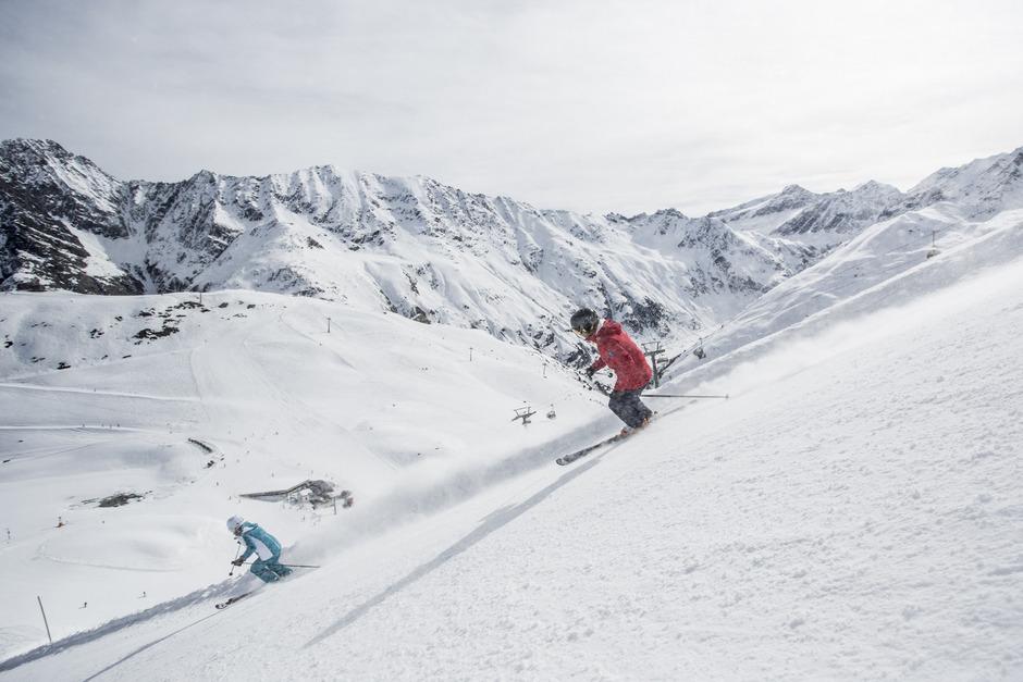 Skifahrer am Pitztaler Gletscher.