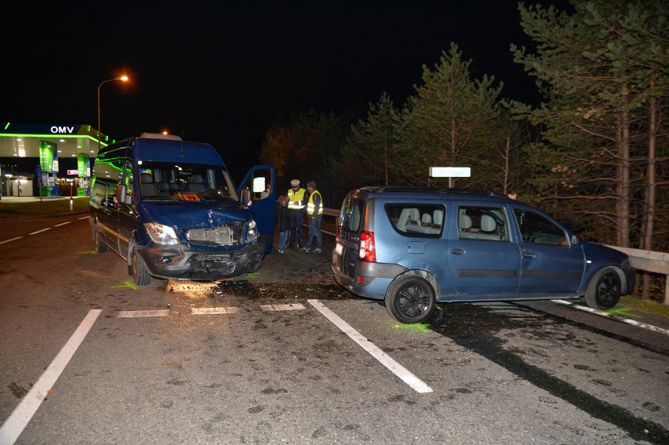 Die beiden Fahrzeuge stießen rechtwinkelig zusammen.