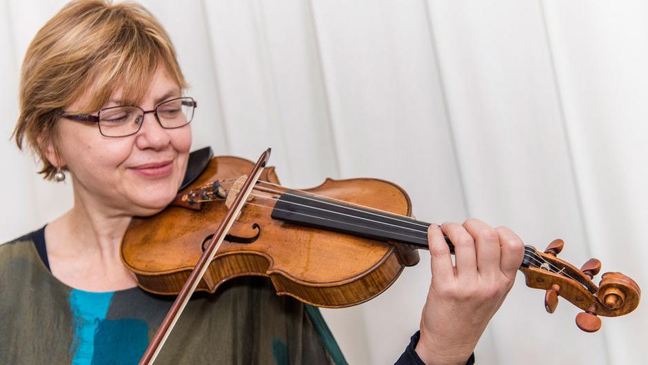 Vesna Stankovic-Moffatt spielt seit Jahren auf einer Stainer-Geige, die sie von der OeNB geliehen bekommen hat.