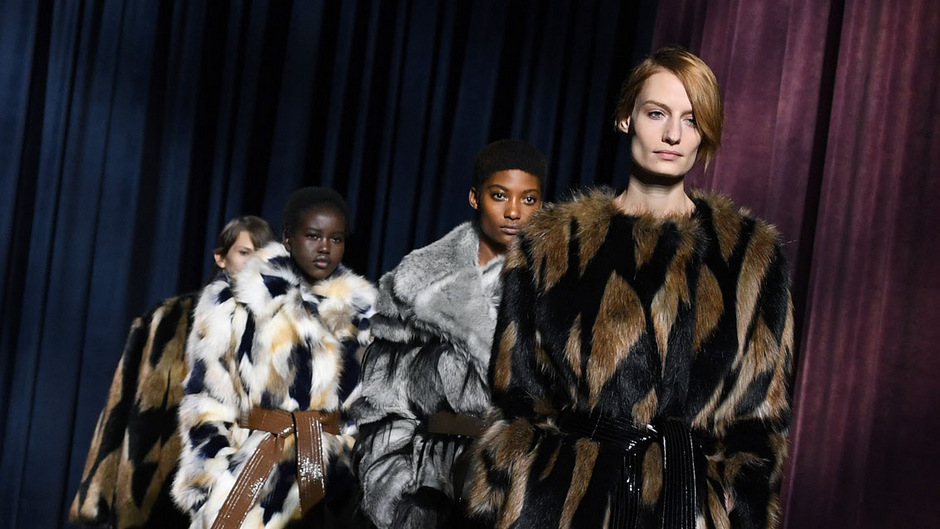 Givenchy setzt in diesem Winter auf Kunstpelz.