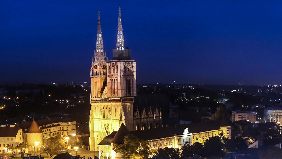 """Der """"Bauch von Zagreb"""" wird der Dolac-Markt mitseinen Ständen nahe der Kathedrale genannt."""