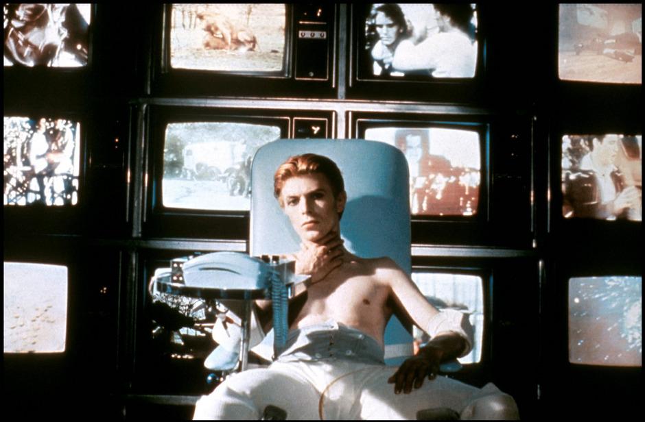 """Mit David Bowie drehte Roeg den Film """"Der Mann, der vom Himmel fiel""""."""