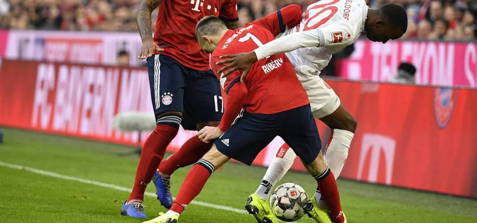 Von wegen Aufholjagd. Die Bayern mit Franck Ribery gaben gegen Düsseldorf den Sieg aus der Hand.