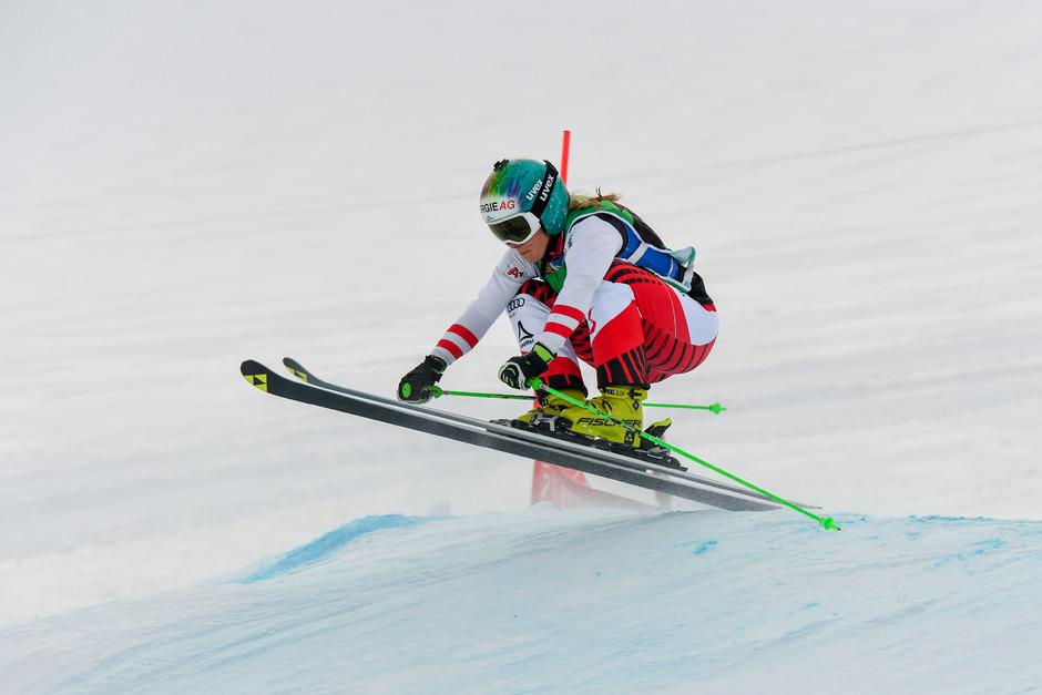 Skicrosserin Andrea Limbacher gab am Pitztaler Gletscher Vollgas.