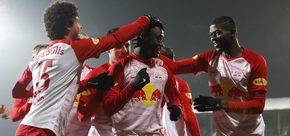 Andre Ramalho, Diadie Samassekou und Jerome Onguene (v.l.) hatten in Hartberg Grund zum Feiern.