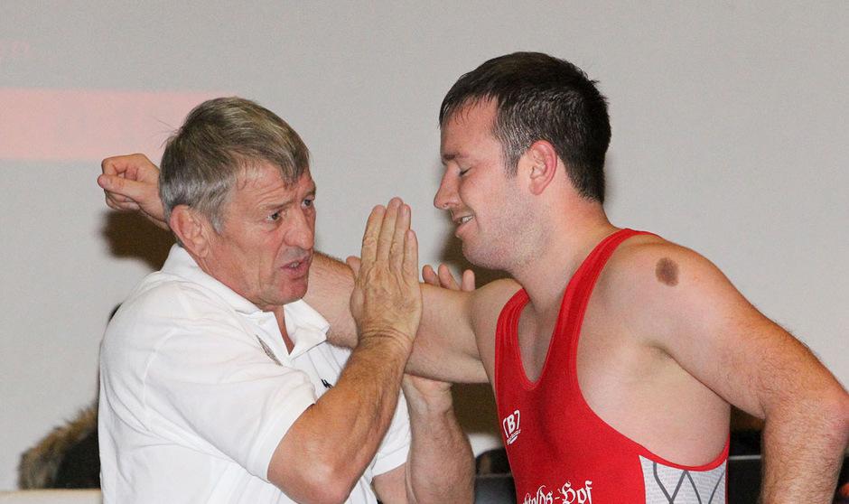 Tirols Ringer-Präsident Franz Pitschmann (l.) blickt nach dem letzten Saisonkampf seiner Höttinger auf das kommende Jahr voraus.