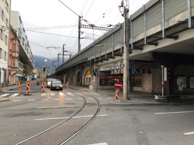 Die tödliche Messerattacke auf einen 21-jährigen Vorarlberger ereignete sich am Ende der Bogenmeile in Innsbruck an der Kreuzung Ing.-Etzel-Straße/Museumstraße.