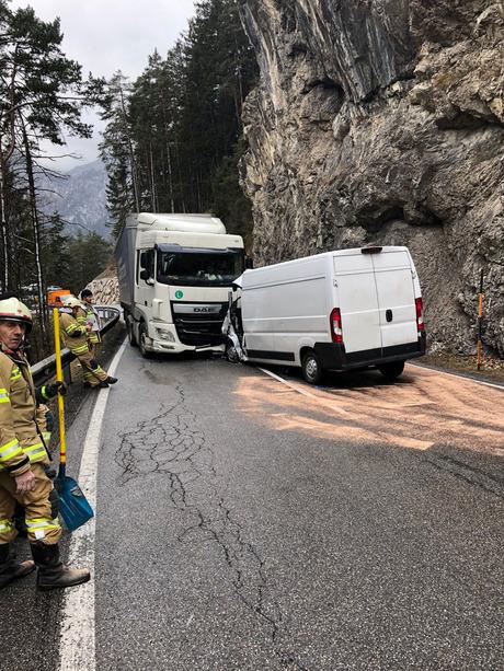 Die Freiwillige Feuerwehr Nassereith, die Polizei Nassereith, Rettung und Rettungshubschrauber Martin 2 waren im Einsatz.