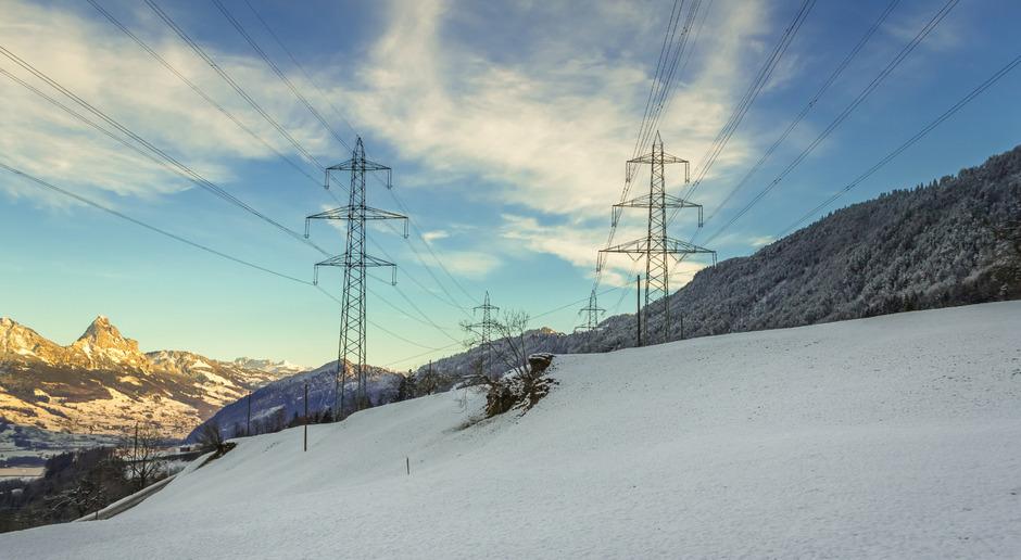 Am Reschen ist eine neue Hochspannungsleitung geplant. Sie verbindet die Leitung Westtirol-Pardella mit dem Umspannwerk Glurns – und zwar unterirdisch. (Symbolfoto)