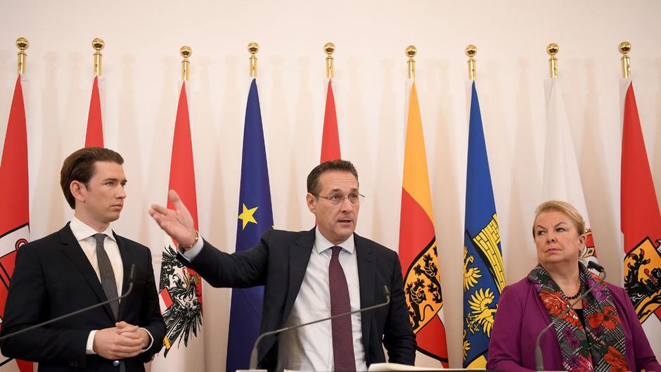 Kanzler Kurz, Vizekanzler Strache und Sozialministerin Hartinger-Klein bei der Präsentation der Eckpunkte zur Mindestsicherung Neu.