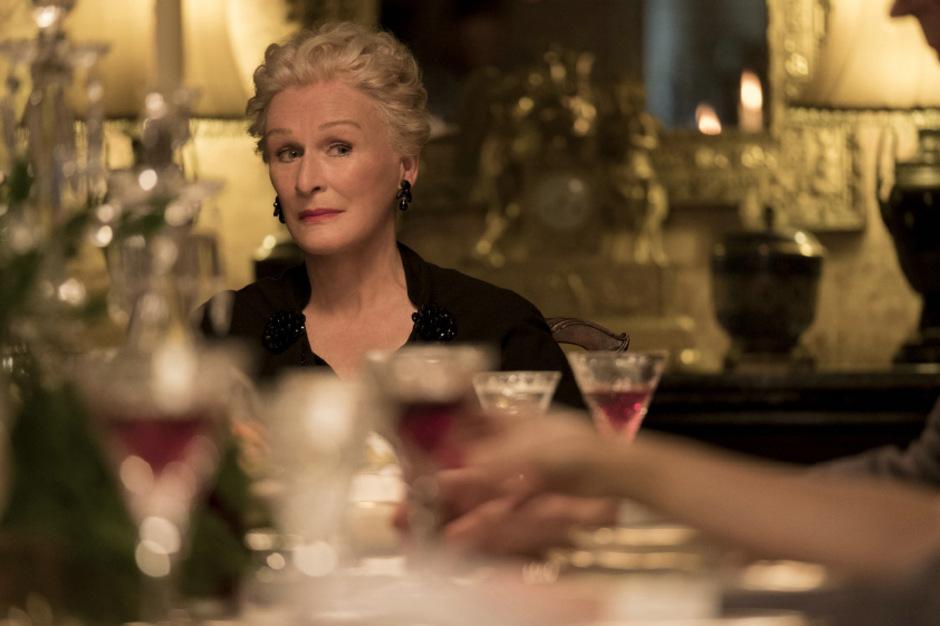 """Glenn Close spielt in """"Das krumme Haus"""" Lady Edith, die als Schwägerin des Mordopfers eigene Interessen verfolgt."""