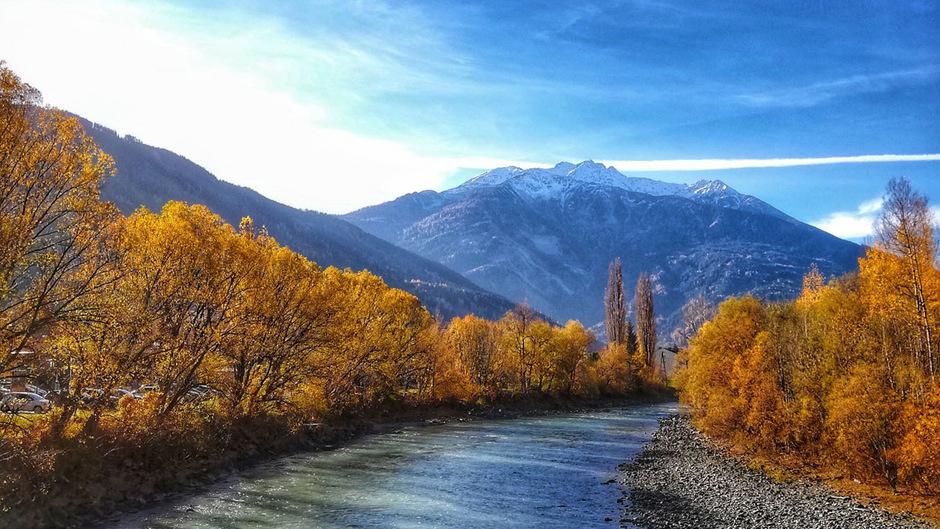 Der Inn in Zams: Ein sonniger und warmer November geht in Tirol zu Ende.