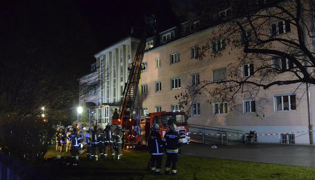 Am Gebäude entstand erheblicher Sachschaden. Die Brandursache ist noch völlig unklar.