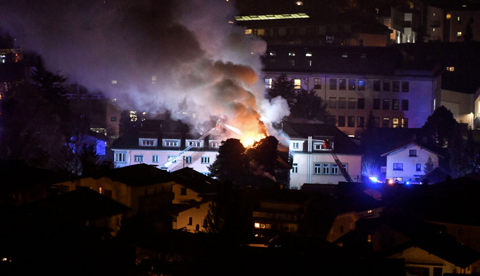 51 Personen wurden wegen des Feuer evakuiert.