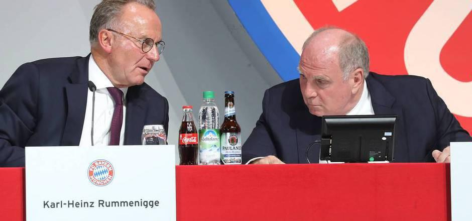 Präsident Uli Hoeneß (r.) hofft, dass Vorstands-Boss Karl-Heinz Rummenigge bis 2021 im Amt bleibt.