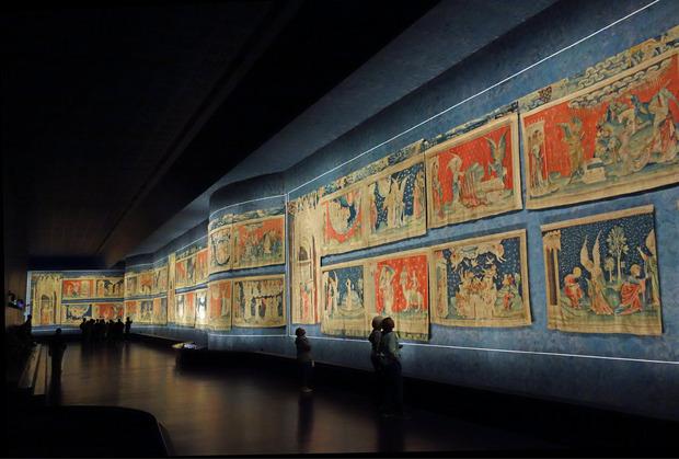 Im Schloss von Angers hängt der größte jemals in Europa gewebte Wandteppich.