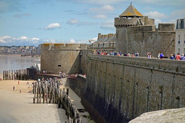 Vom Meer her uneinnehmbar - von der Landseite von Touristen gestürmt: St. Malo.