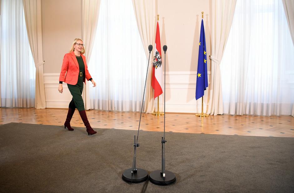 """""""Wir können nicht zulassen, dass Wien das Bild verfälscht – und den Bedarf für alle Bundesländer definiert"""", befindet Schramböck."""