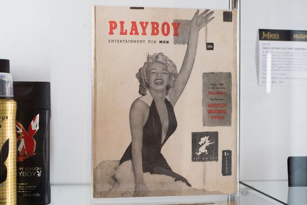 """Die von Hefner aufbewahrte Erstausgabe des """"Playboy"""" ließ sich ein Fan 31.250 Dollar kosten."""