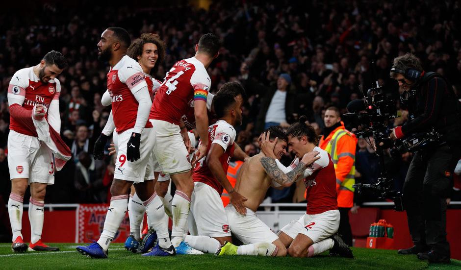 Ausgelassener Jubel bei den Arsenal-Spielern nach dem Sieg über Rivale Tottenham.