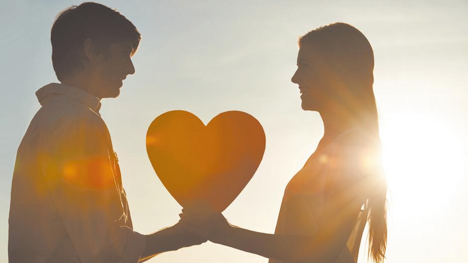 Ocytocin verstärkt die Bindung zwischen Paaren ebenso wie zwischen Mutter und Kind.