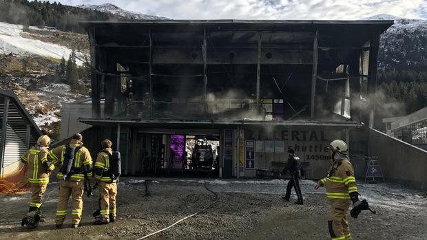 Am Gebäude entstand hoher Schaden.