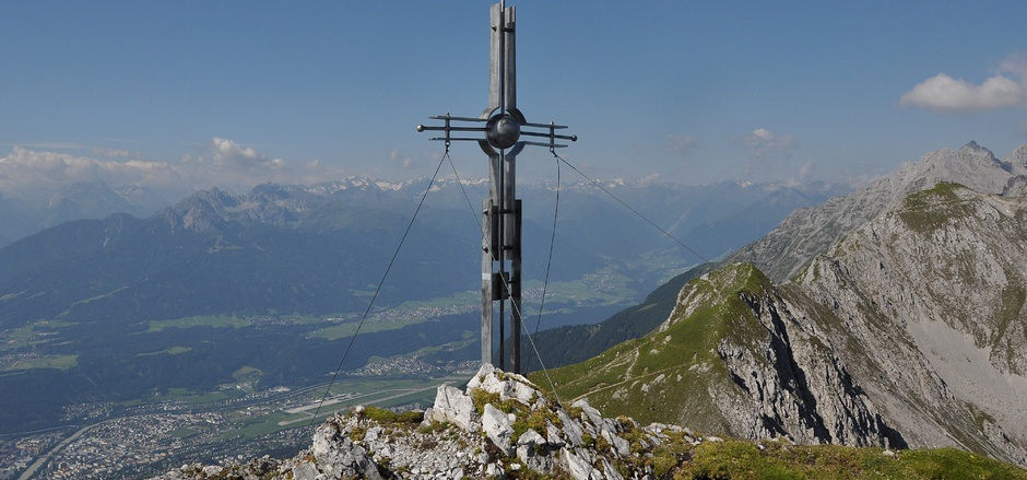 Auch das Gipfelkreuz auf der Gleirschspitze im Karwendel ist Teil des Archivs.
