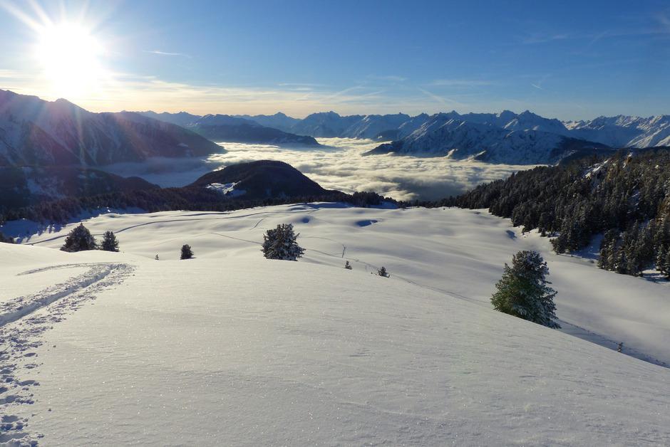 Die Feldringer Böden stehen symbolhaft für den Konflikt um den geplanten Skigebietszusammenschluss von Hochoetz und Kühtai. Kritiker des Vorhabens befürchten die Zerstörung des Natur- und Skitourenparadieses.