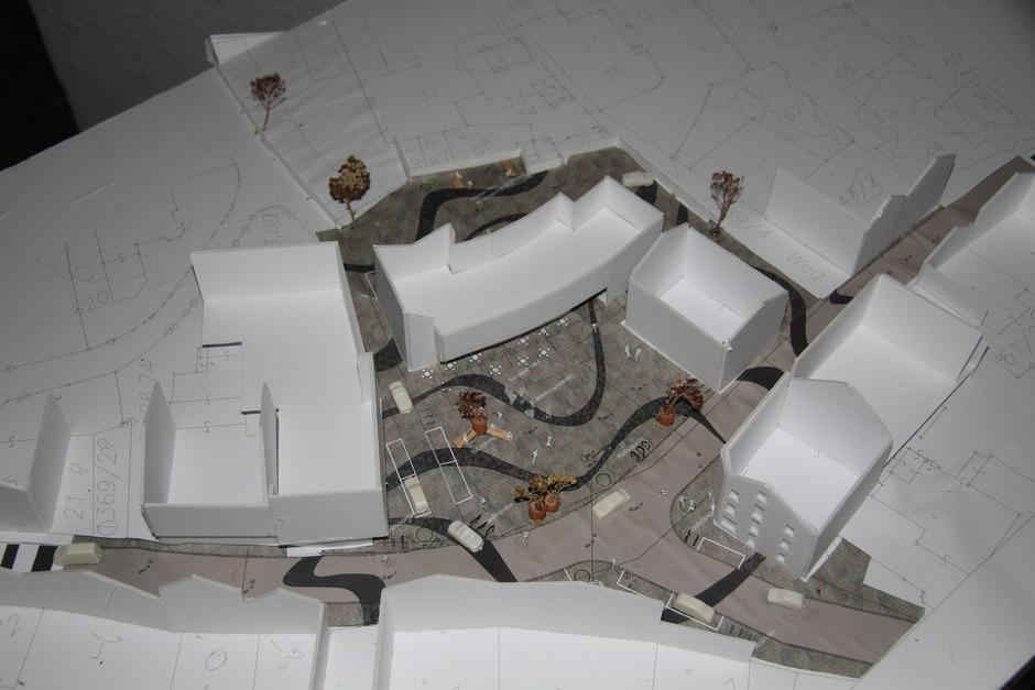 Das Modell der Begegnungszone nach Plänen von Ursula Faix. Gleichzeitig wird auch der Dorfplatz neu gestaltet.