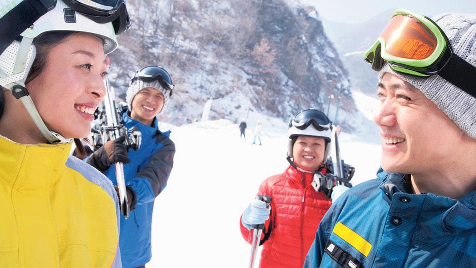 """Skifahren ist in China """"patriotisch"""", seit Peking den Zuschlag zu Olympia 2022 erhalten hat. Noch sind Chinesen auf Skiern die Ausnahme. Auch in Tirol, der chinesische Gast geht viel lieber shoppen."""